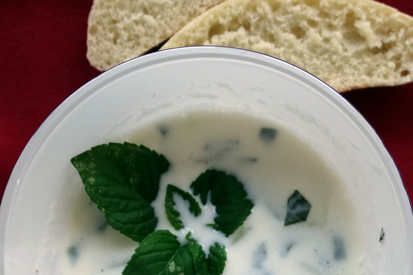 ricetta zuppa fredda di cetrioli turca con yogurt e cetriolo