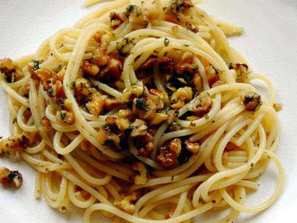 ricetta spaghetti con salsa di noci
