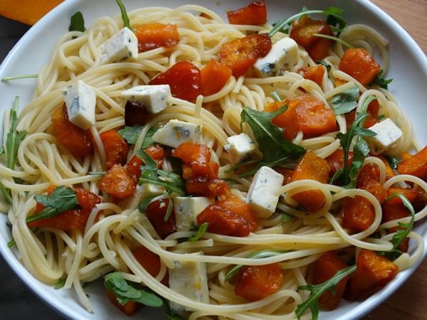 ricetta spaghetti con zucca grigliata e formaggio blu