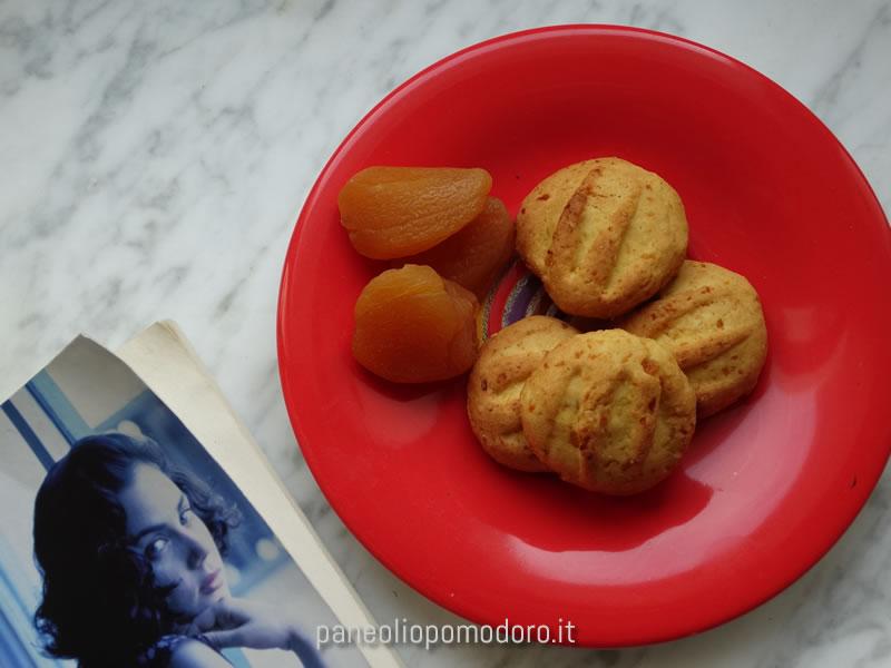 biscotti morbidi alle albicocche secche