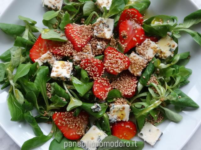insalata fragole e valeriana